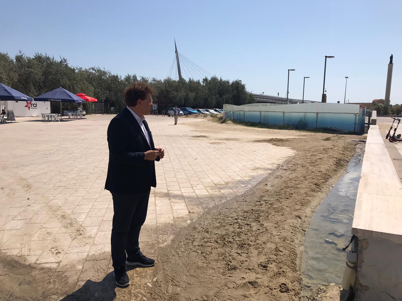 """Blasioli su accesso spiagge libere a Pescara: """"Siamo ad agosto e la cartellonistica richiesta dai protocolli Covid non c'è da nessuna parte. Alla Madonnina anche pericolose perdite d'acqua e cavi di alta tensione scoperti"""""""