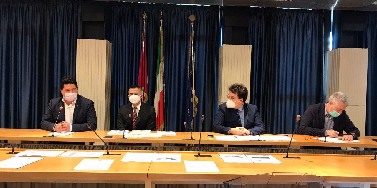 """Conferenza stampa centrosinistra su vaccini: """"Ultimi in Italia per numero di vaccinazioni, la Regione si muova per fronteggiare la pandemia"""". La dichiarazione di Pezzopane"""