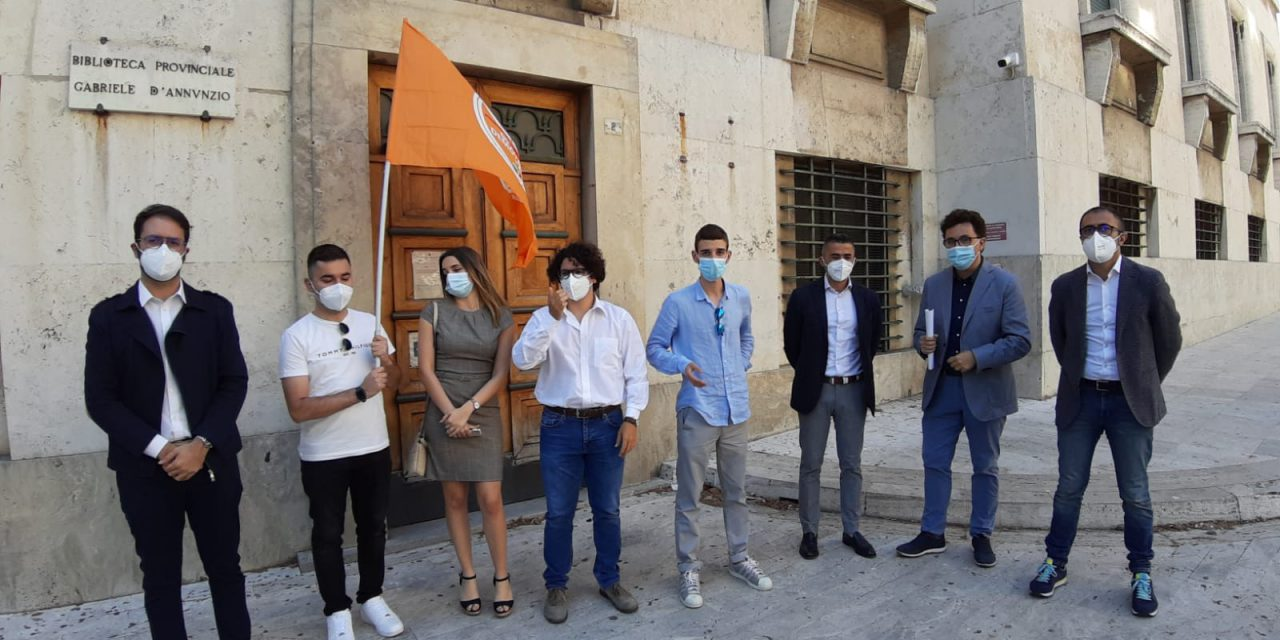 Oggi a Pescara sit-in Gd e Pd per la riapertura delle Biblioteche regionali ed un progetto di investimenti