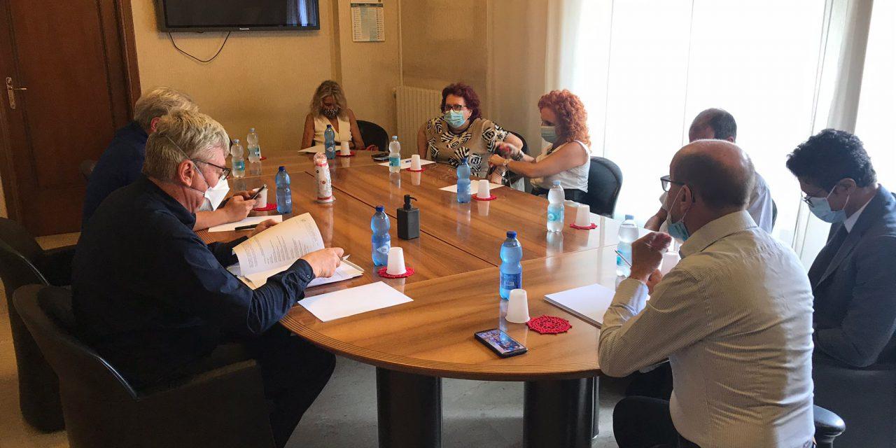 """Intesa tra Comune di Chieti e Asl per un nuovo Hub vaccinale.  Ferrara e Schael: """"Situazione critica in città, mancano all'appello in 15mila"""""""